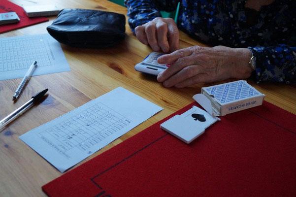 La calculette est autorisée dans les concours de belote.