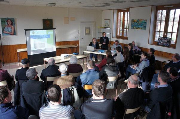 Agriculteurs, viticulteurs, entrepreneurs et particuliers ont assisté à la réunion.