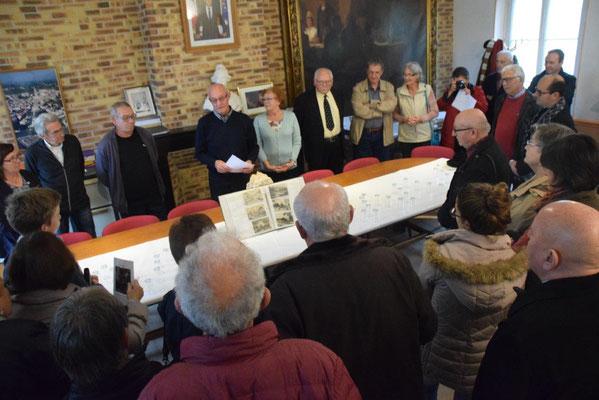 Le groupe d'habitants de Saint-Emilion est reçu en mairie.