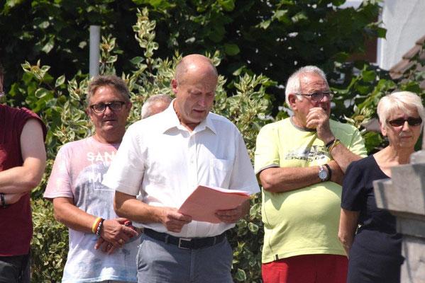 """Cette année, le village de Connigis représenté par son maire, Bernard Honoré, a """"présidé"""" la cérémonie."""