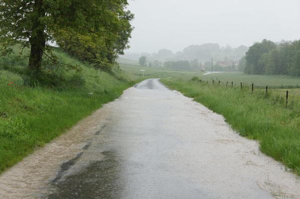 """La """"traversée"""" provoquant ces inondations doit être remplacée par les services de la Voirie départementale de l'Aisne."""