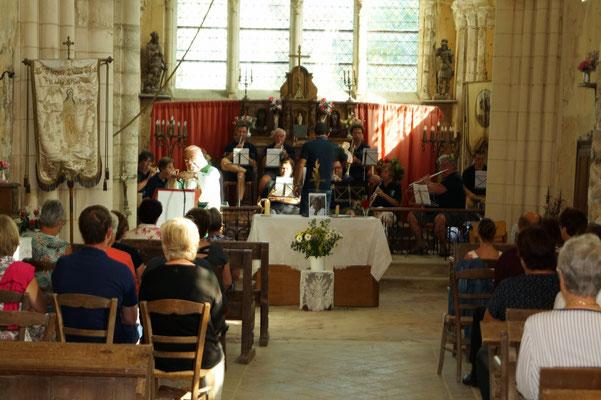 La messe donne le coup d'envoi de la fête au village