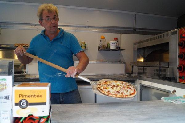 ...et la pizza va rejoindre son carton.