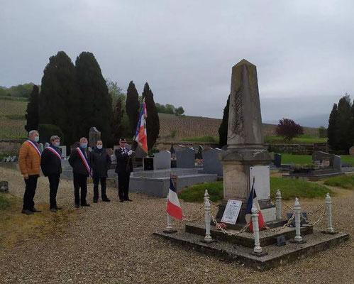 Le monument aux morts de Baulne-en-Brie commune de Vallées-en-Champagne.