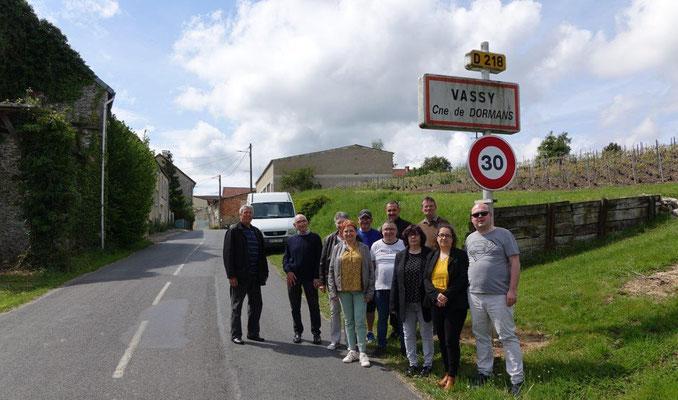 Les élus de la Commission fêtes et cérémonies du Conseil municipal de Dormans, et une partie des bénévoles, sont sur la ligne de départ de la course.