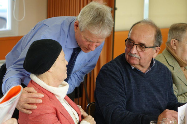 Au centre, le maire Éric Assier a effectué un dernier tour de table des convives.