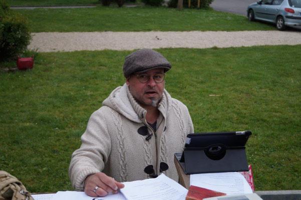 Frédéric Deguilhem est le metteur en scène du spectacle Complètement à l'Ouest !