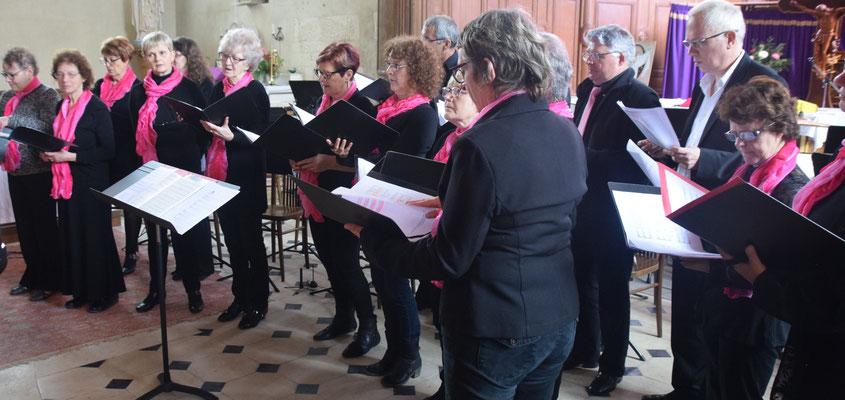 La chorale Sans façon sous la direction de Christelle Bray.