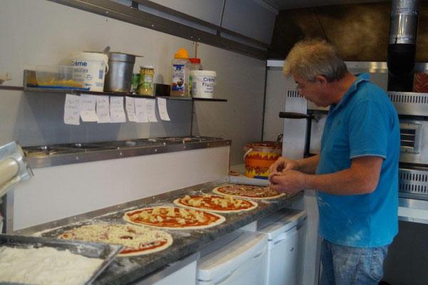 Jean-Bernard Dubois n'utilise que des produits frais pour la confection de ses pizzas.