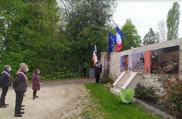 Le monument aux morts de Saint-Agnan commune de Vallées-en-Champagne.
