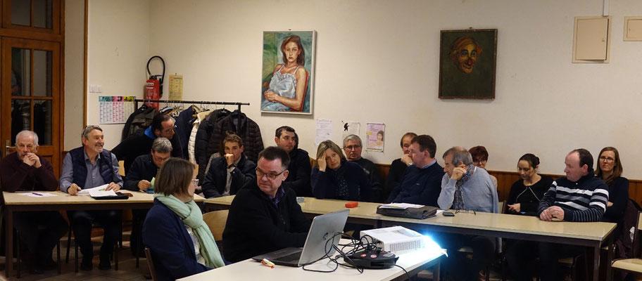 Les dix-neuf candidats de la liste Construire ensemble Vallées-en-Champagne étaient tous présents.
