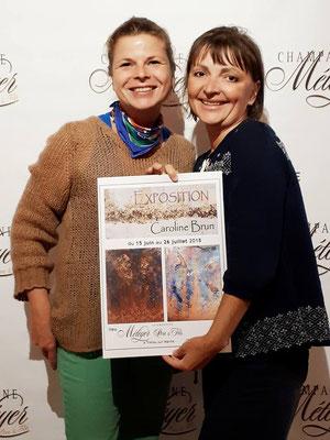 De gauche à droite : l'artiste Caroline Brun et l'hôte des lieux, Anna Météyer.