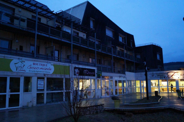 Sorti de terre en 2012, l'éco-quartier privilégie le bois et comprend une place publique, quatorze logements sociaux et cinq commerces.
