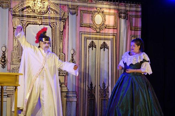 De gauche à droite : Les rôles de Napoléon III et l'Impératrice Eugénie sont tenus par Christian Termis et Élodie Cotin de la Compagnie Le Diable à 4 pattes.