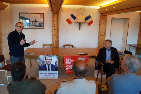 Debout : Pierre Pinault, spécialiste des questions agricoles au sein du Mouvement En Marche !