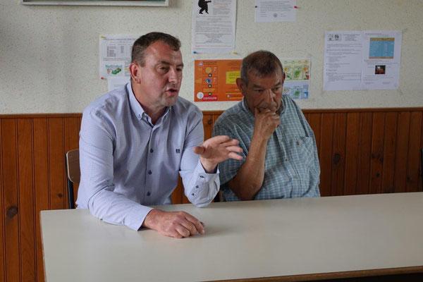 De gauche à droite : Olivier Picart et Bruno Lahouati, maire de Vallées-en-Champagne.