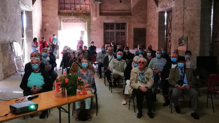Adhérents et élus ont pris place dans la halle de marchandises nouvellement rénovée.