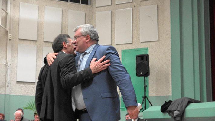 Michel Courteaux et Christian Bruyen : les deux hommes étaient très émus en ce lundi soir.