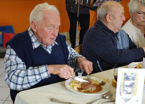 Bruno Romano, le patron de l'ancien café du Pont et figure incontournable de Condé-en-Brie, a toujours un bon coup de fourchette.