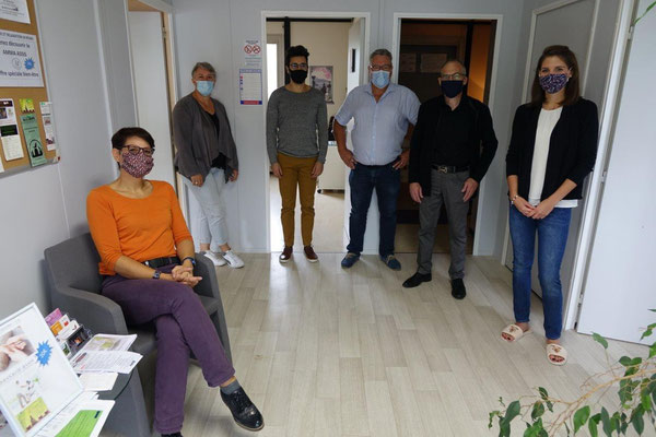 Au centre : Philippe Dumont (chemise) et les coworkers vous accueillent ce dimanche de 10h00 à 18h00.