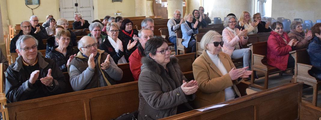 Le public a apprécié le concert avec des applaudissements nourris.