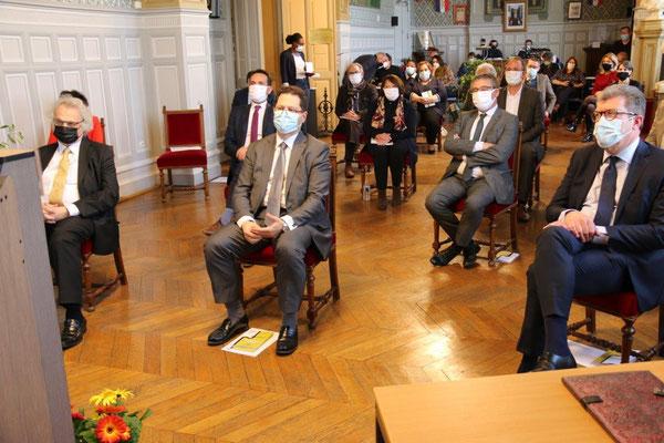 Au premier plan de gauche à droite : Amin Maalouf, Ziad Khoury, et Antoine Lefèvre, sénateur de l'Aisne. Au second plan de gauche à droite : Sébastien Eugène et Nicolas Ficoteaux.