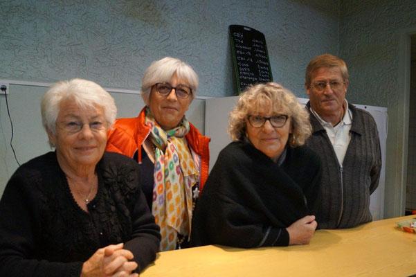 De gauche à droite : Pierrette Renault, bénévole, Valérie Robinard, présidente du comité des fêtes, Jacqueline Guiborat, secrétaire de l'association et Christian Grandpierre, bénévole, sont de permanence sur cette manifestation.