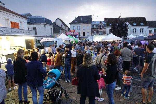 Une foule de tout âge est venue découvrir le marché nocturne.