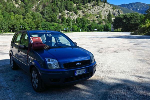 Parcheggio...vuoto...delle Grotte di Frassi!