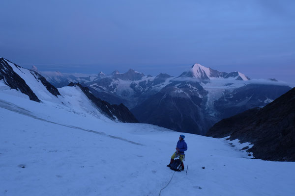 The first light of the day revealed the huge glacier below our feets.