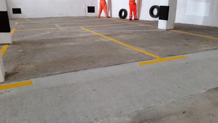 Pintura líneas plaza aparcamiento Santiago