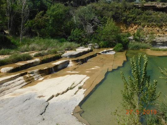 Nous vous conseillons la visite de notre rivière ¨¨ la Nielle¨¨ où l'eau s'écoule sur des dalles rocheuses
