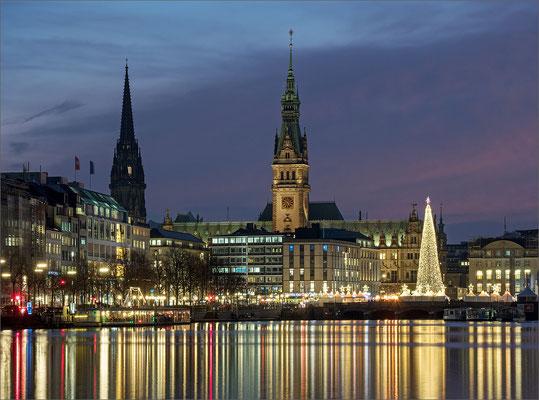 Weihnachtliches Rathaus