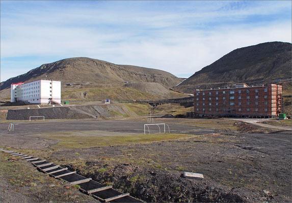 Spitzbergen - Barentsburg  - Fussballplatz (2015)