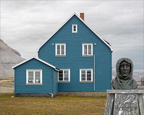 Ny-Ålesund Roald Amundsen