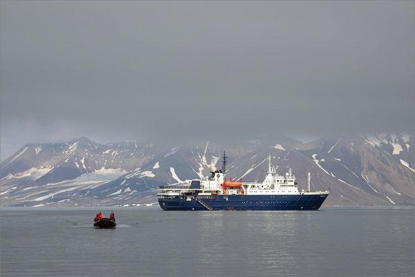 Hornsund Gåshamna - MS Ortelius