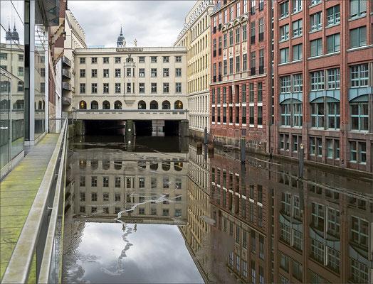 Stadthöfe Brückenarkade vom Bleichenfleet