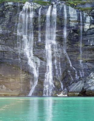 Nuuk Fjordsafari Wasserfall