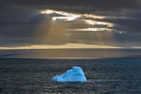 Hinlopenstraße Nordaustlandet Blue Ice