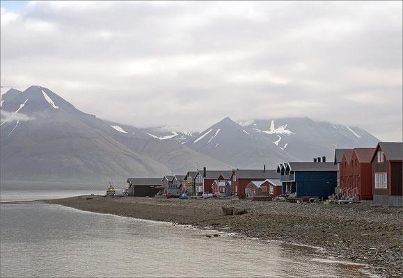 Longyearbyen - Häuser am Wasser