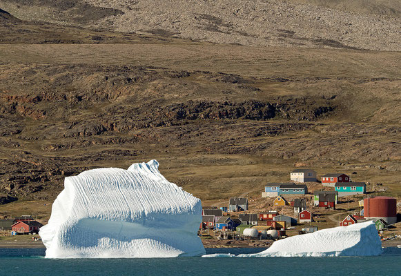 Qaarsut mit Eisberg