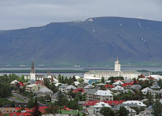Island Reykjavík - Háteigskirkja und ehem. Seefahrtschule (2015)