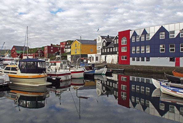Färöer Tórshavn - Hafen Spiegelung