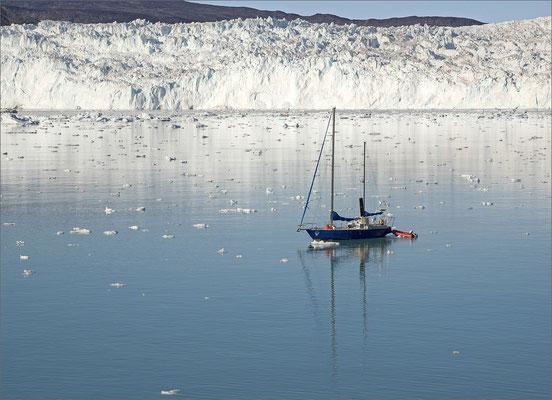 Eqi - Gletscher mit Segelschiff