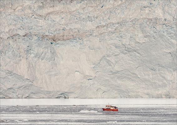 Eqi - Gletscher mit Schiff