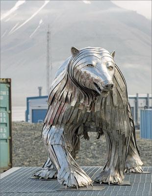 Longyearbyen - Eisbär aus Metall