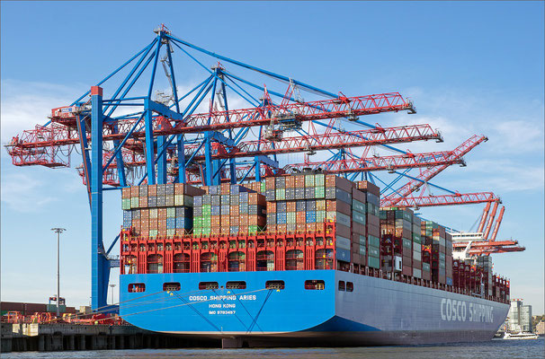 Containerterminal Toller Ort - Containerschiff COSCO SHIPPING ARIES