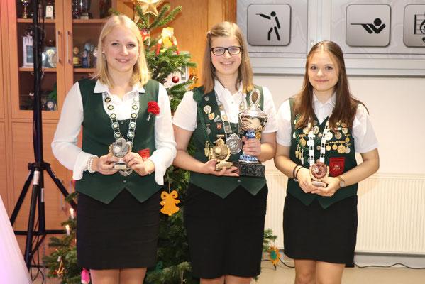 von links: 2. Platz Lena Lehmann, Siegerin Jugendweihnachtspokal Alexandra Elvers, 3. Platz Nathalie Busse