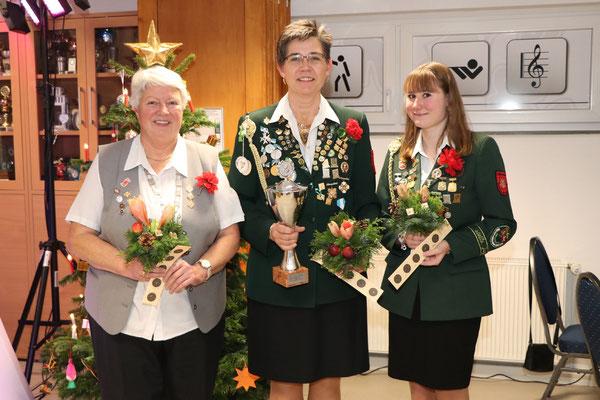 von links: 3. Platz Hildegard Karowski, Siegerin Gisela-Bockmann-Pokal Angelika Gritzan, 2. Platz Jasmin Stradtmann