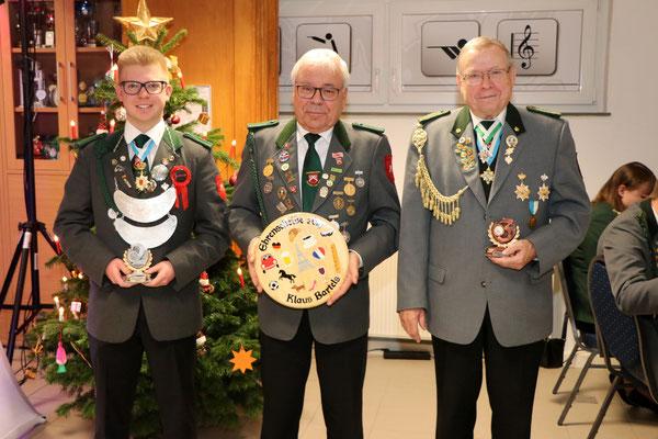 von links 2. Platz Kevin Persuhn, Sieger Ehrenscheibe Schützen Klaus Bartels, 3.Platz Peter Ebeling